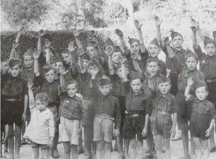 """Presentación del libro """"Los campamentos del Frente de Juventudes"""" ."""